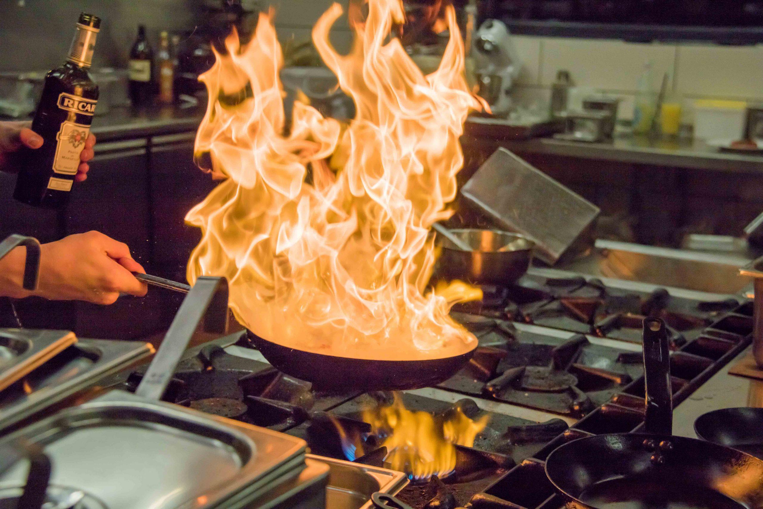 Kostbar Küche Pfanne Flammen